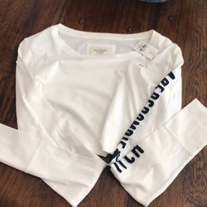 NWT - women's Abercrombie & Fitch V-neck - size L